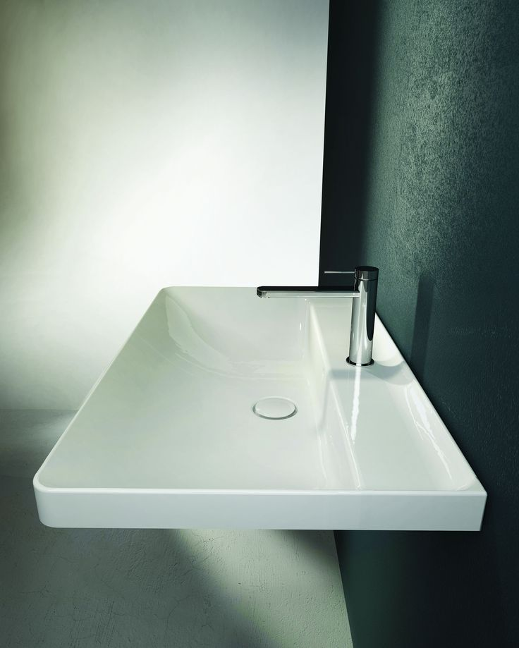 This new #Canalgrande washbasin collection - by #HATRIA - continues along the lines of the cutting-edge trends of design. Square forms but with rounded corners and ultra-thin edges