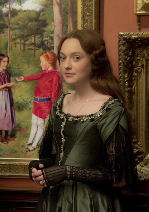 Dakota Fanning as Euphemia 'Effie' Gray in Effie (2013).