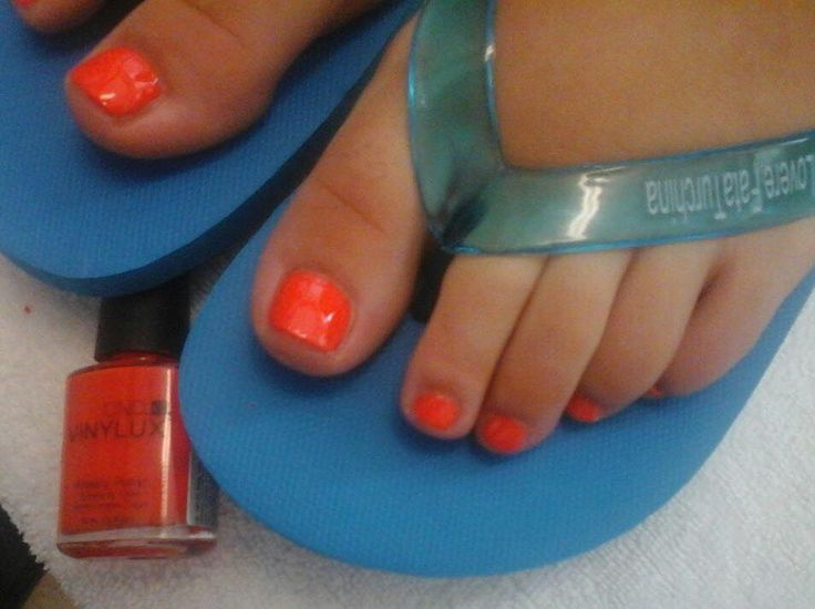 #pedicure #vinylux #electricorange