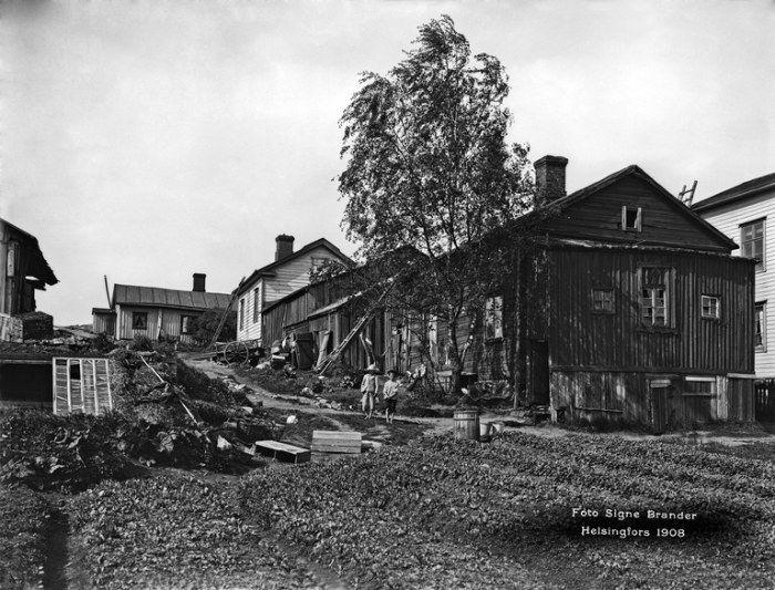 Etu-Töölö, Berga 9. Nykyinen Cygnaeuksenkadun ja Museokadun kulma. Kuvattu Museokatu 18:n kohdalta pohjoiseen.