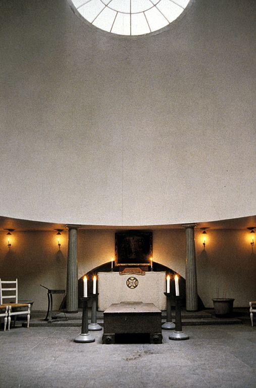 Gunnar Asplund, Woodland Chapel. Domed interior.