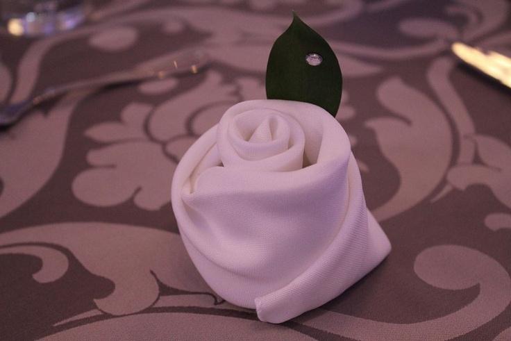5Ssens - Détails des serviettes de table.  Folded tablecloth #rose #wedding
