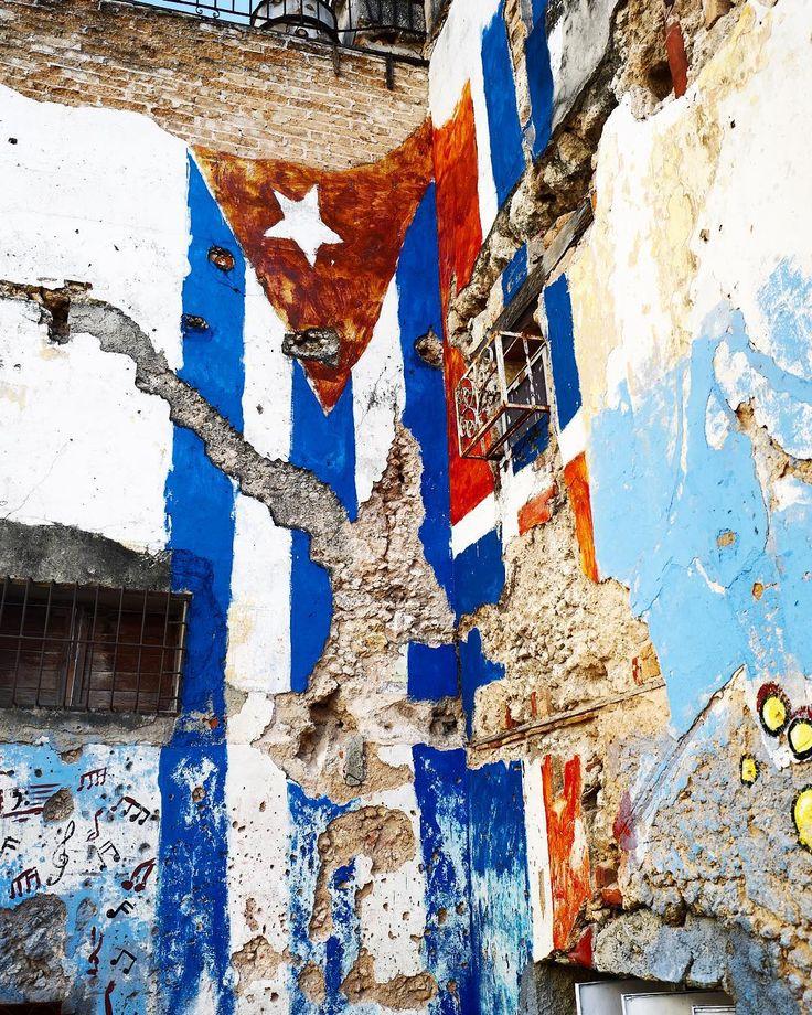 Cuban flag mural in Centro Habana.