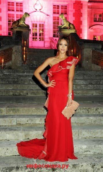 Вечерние платье от валентино гаравани