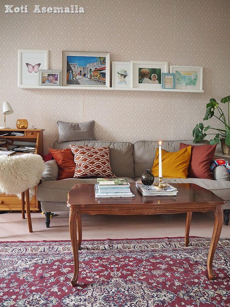 En olisi ikinä ennen uskonut että valitsen vielä tämän väriset tekstiilit olohuoneeseen. Niin kuitenki kävi, ja nyt olohuoneessa on syksyn värit.