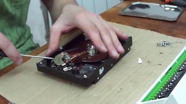 Добыча бесплатных неодимовых магнитов из HDD и CD ROM www.magnetik.com.ua  Способы применения и использования неодимовых магнитов: Для скрепления различных металлических предметов например прикрепить шашку такси  на крышу автомобиля. С помощью неодимовых магнитов можно выравнивать неглубокие вмятины в металлических изделиях. Рихтовать автомобили на СТО. Для показа фокусов и трюков. С помощью магнитного сплава неодим-железо-бор можно уничтожать информацию с дисков  кредитных карт кассет…