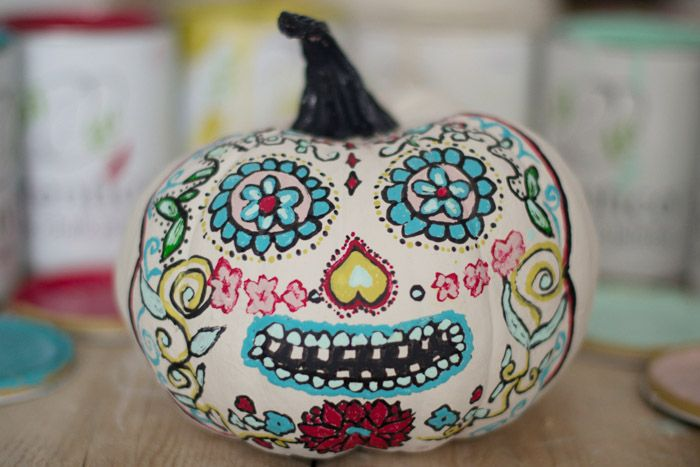pumpkin, calabaza pintada chalk paint, calavera mexicana. Hadas y Cuscus