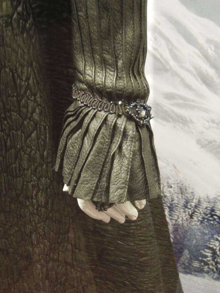Hansel & Gretel: Witch Hunters Muriel costume cuff detail