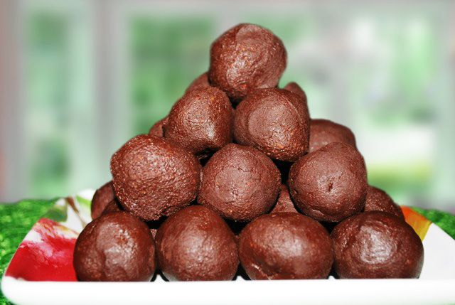 Conscious Cleanse » Chocolate Bliss Truffles