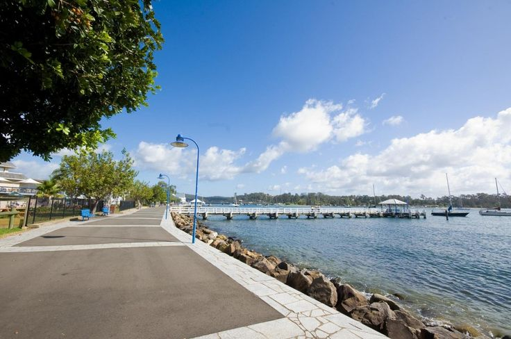 Batemans Bay, located in New South Whales, is a preferred getaway for both domestic and international tourists. Know about its location, facts, and more.