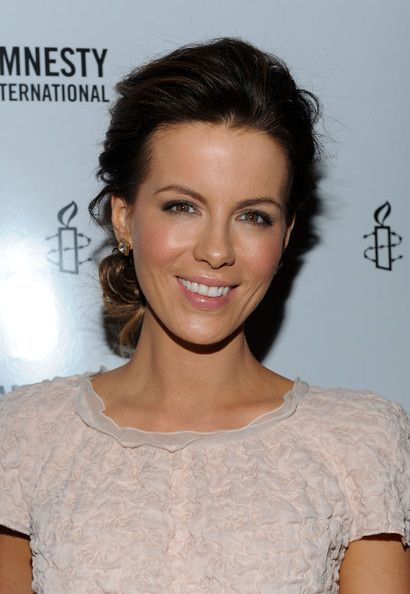 hair and makeup: Kate Beckins Makeup, Kate Beckin Updo, Kate Beckin Hair Updo, Makeup Ideas, Kate Beckins Updo, Kate Beckinsale Updo, Hair Style, Kate Beckins Hair Updo, Beckins Loo