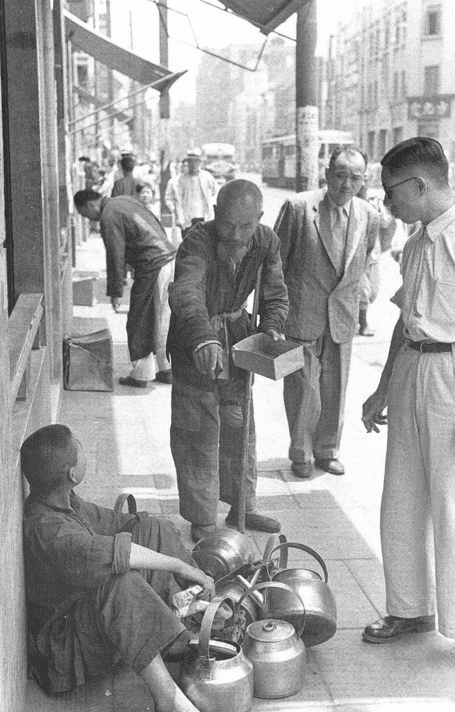 A common street quarrel. Pictures are from the book entitled Shanghai 1949 The End of an Era by Sam Tata