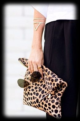 A STATEMENT CLUTCH.