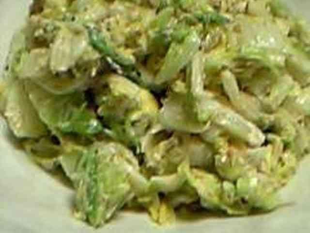 白菜が丸ごと食べたくなる♪簡単サラダ♪  材料 (2人分) 白菜1/4カット かつお節(小分けタイプ)2袋 ●和風だしの素 大さじ1 ●砂糖大さじ1 ●塩小さじ1/3程度 マヨネーズ大さじ2.5~3 すり胡麻大さじ1