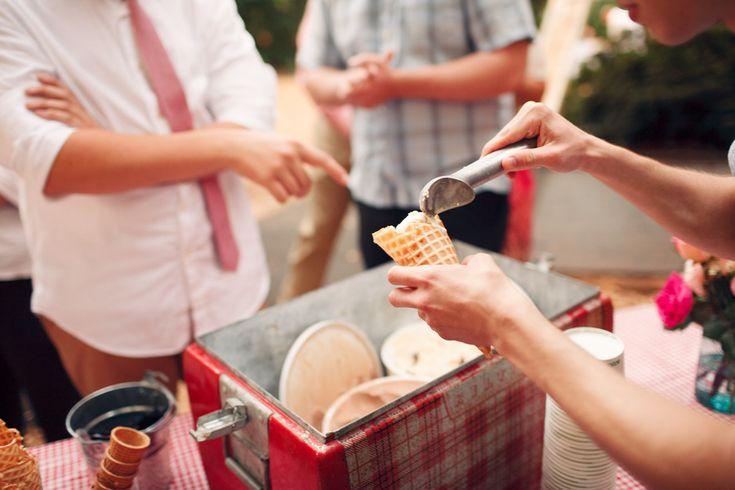 ice cream bar at wedding | itakeyou.co.uk