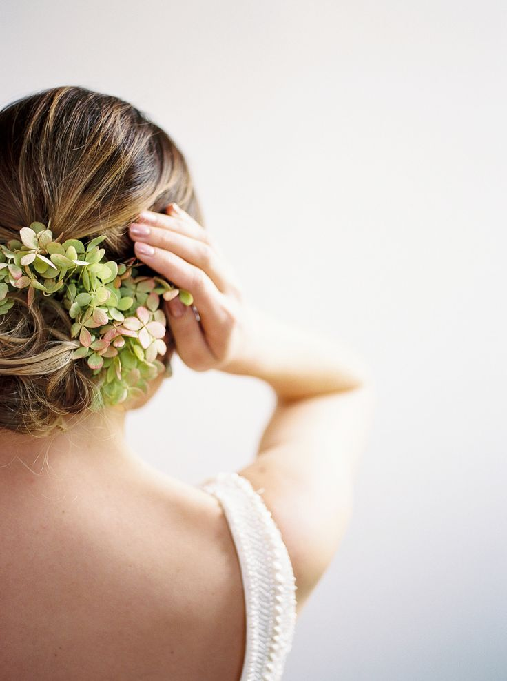 Wedding hairstyles that you will love: Photography : Alexandra Elise Photography | Hair + Makeup : Special Occasions Hair Design | Photography Studio : Studio 414 | Floral Design : Schofield Floral Co. Read More on SMP: http://www.stylemepretty.com/2016/12/29/5-beauty-looks-to-steal-for-your-big-day/