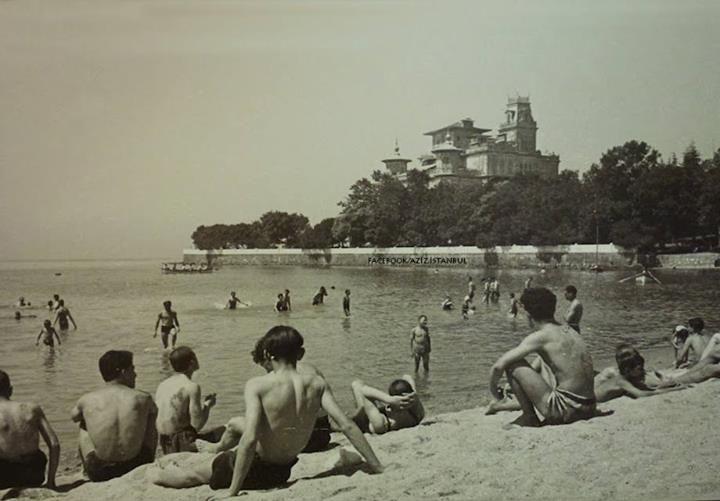 Caddebostan Plajı 1950'ler... Selahattin Giz Fotoğrafıdır...
