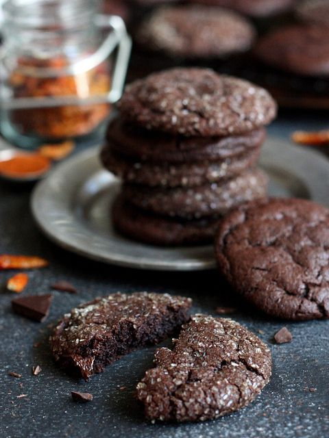 Spicy Chili Chocolate Cookies, they get their kick from cinnamon, cayenne pepper and chunks of a chili chocolate bar. Crazy addictive! // completelydelicious.com