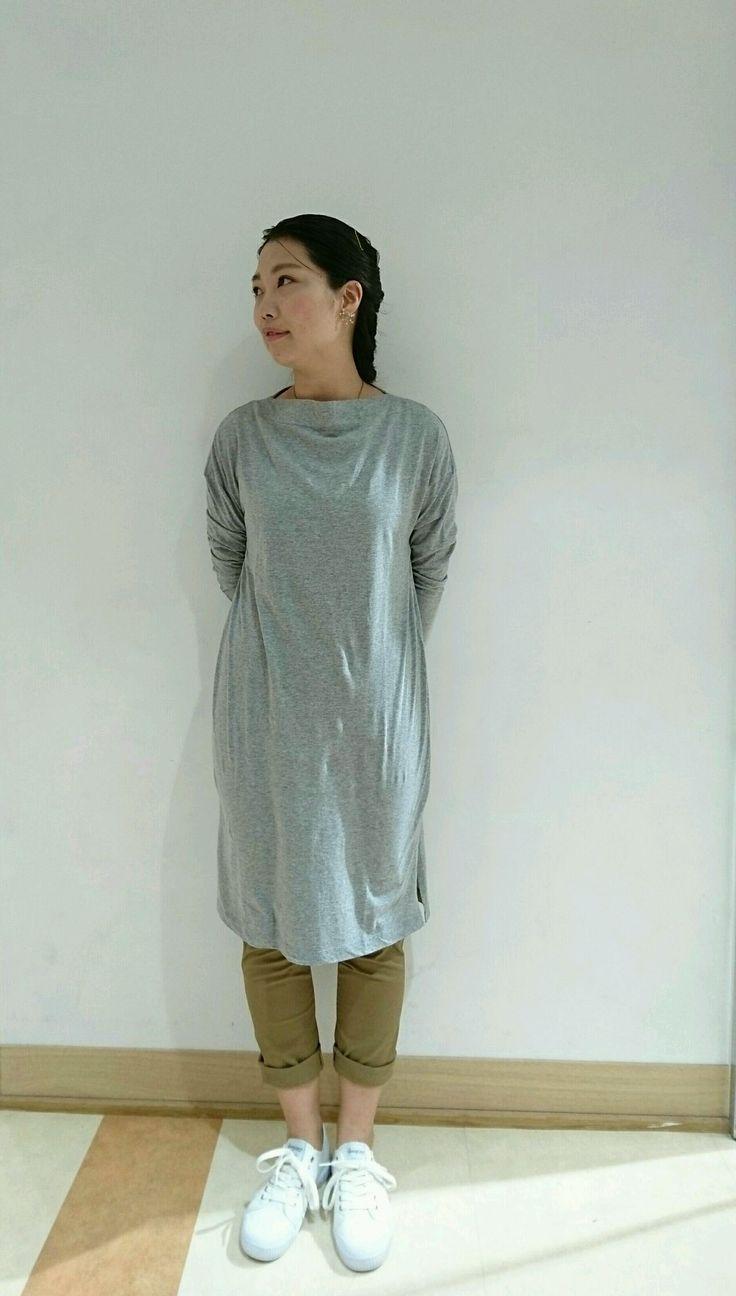 シンプルなカットソーワンピース! シンプルで着やすいカットソーワンピース。長袖のデザインなので、日除け対策もバッチリです。