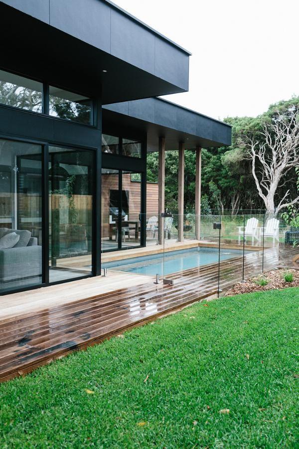 Estructura para ampliar (extensión)+ piscina cerramiento. MODERN HOME IN MELBOURNE, AUSTRALIA | THE STYLE FILES