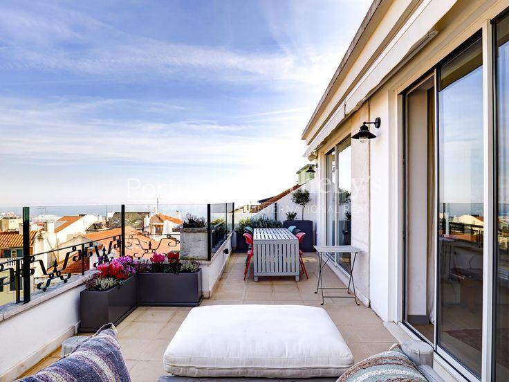 Apartamento++de+Luxo+5+quartos+/+Lisboa,+Lapa+-+No+cimo+de+umas+das+sete+colinas+Lisboetas,+este+fantástico+apartamento+encontra-se+no+ultimo+andar+de+um+prédio,+com+elevador,+no+centro+da+Lapa+talvez+uma+das+melhores+localizações+e+mais+procuradas+zonas+da+Cidade+de+Lisboa,+também+conhecida+pelo+elevado+número+de+Embaixadas+e+pelas+casas+apalaçadas Este+imóvel+de+tipologia+T5+oferece+uma+vista+de+sonho+sobre+o+Rio+Tejo,+com+uma+ampla+sala,ideal+para+quem+procura+zona+calma+e+residencial.+