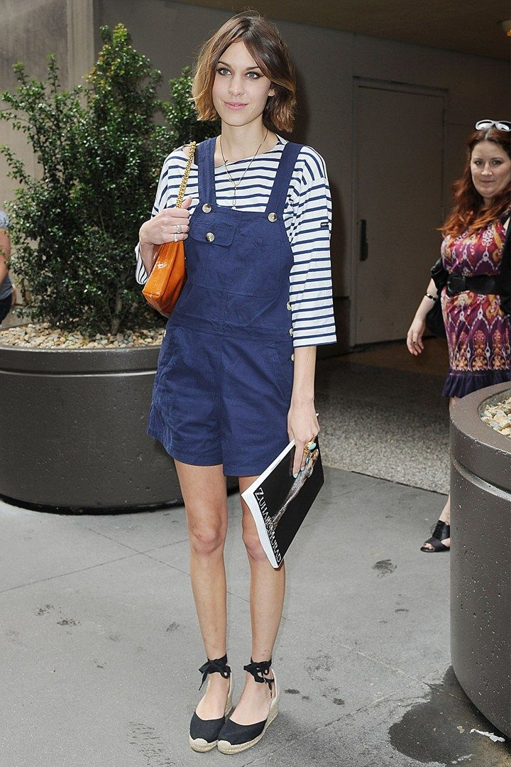 Alexa-Chung Be simple and natural to get noticed as #sailor #Chic in #Nautical style summer #outfits