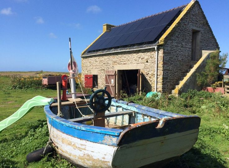 The French government is looking for a new couple to live on Quéménès, off the Brittany coast.