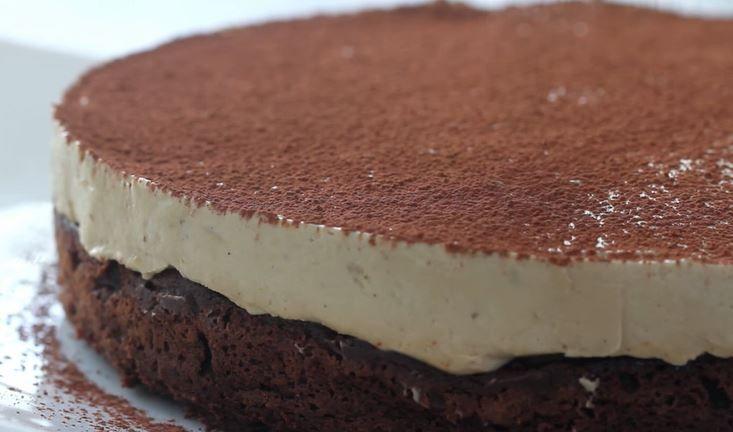 Potřebujeme:   Těsto:   110 g másla  150 g čokolády  <