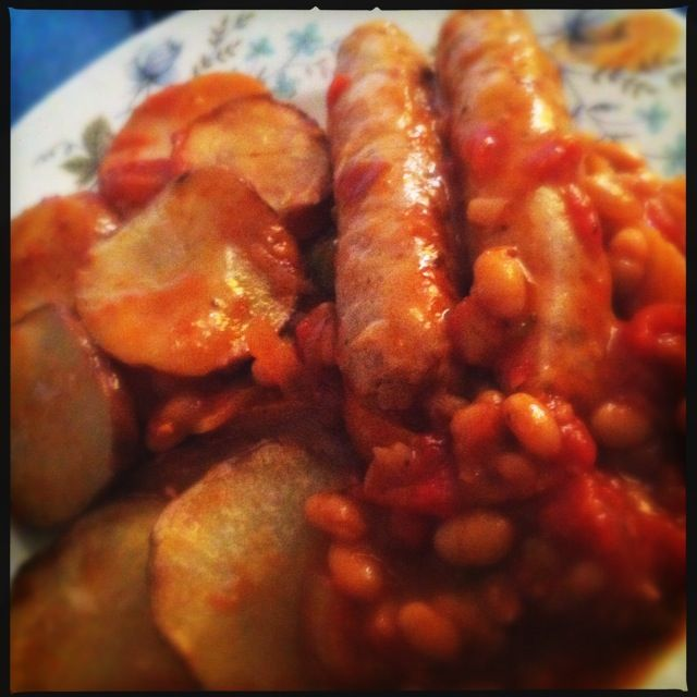skinny sausage casserole - quorn sausages, I would add onion, carrot, celery, maybe some garlic, smoked paprika, seasoning, maybe some rosemary...Mmm hungry!