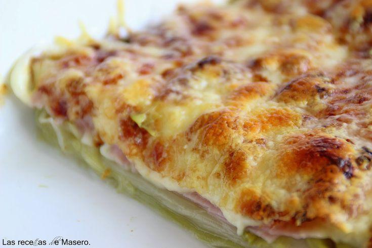 Puerros al horno: 3-4 puerros,1 paquete de jamón york, Tranchetes o cualquier queso de lonchas que funda bien,Queso rallado emmental. lavamos y limpiamos bien los puerros. Una vez cocidos, escurrimos muy bien.En una bandeja de horno engrasada con un poco de aceite colocamos los puerros extendidos, después una capa de queso, otra de jamón york y por último cubrimos bien todo con queso rallado. Gratinamos en el horno 200ºC durante 8-10 m.