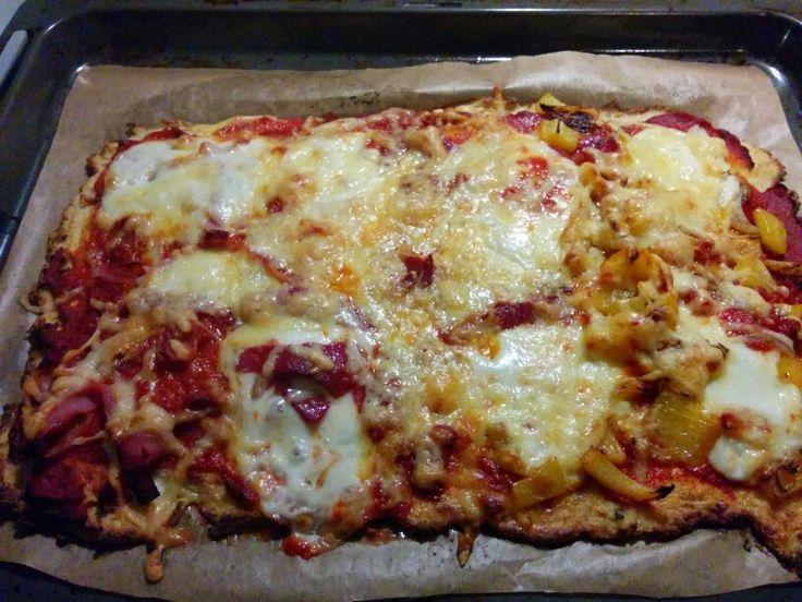 Pizza met met bodem van bloemkool