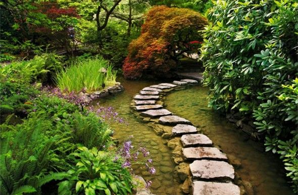 Exterior Decoration Likeable Natural Stone Footpath Garden with Green Plants Around In Japanese Landscape Design