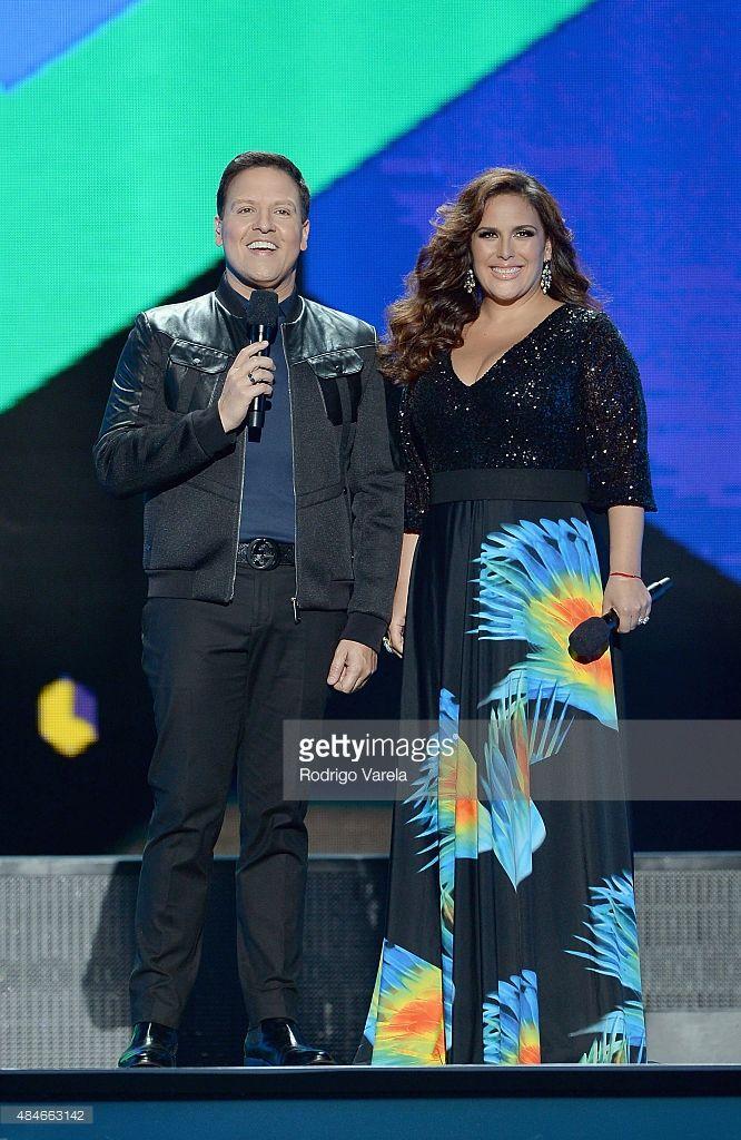 Raul Gonzalez and Angelica Vale speak onstage at Telemundo's 'Premios Tu Mundo' Awards 2015 at American Airlines Arena on August 20, 2015 in Miami, Florida.