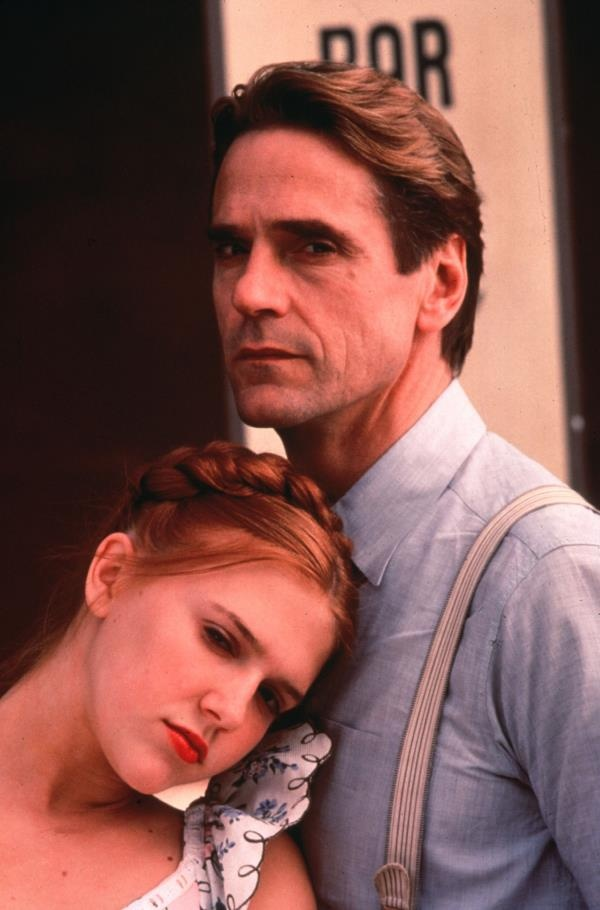 Jeremy Irons as Professor Humbert and Dominique Swain as Dolores 'Lolita' Haze in Lolita.