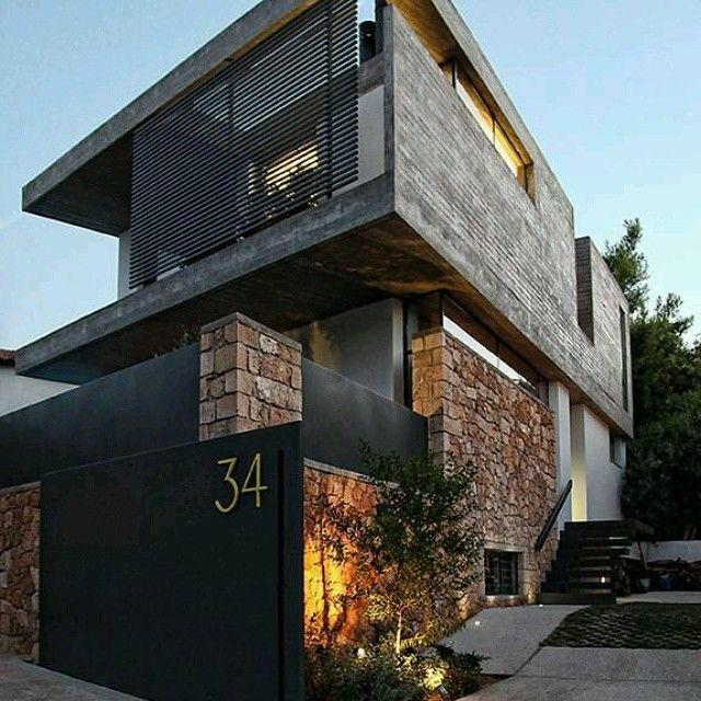 Dise o de fachadas con mezcla de materiales rusticos en - Materiales de fachadas ...