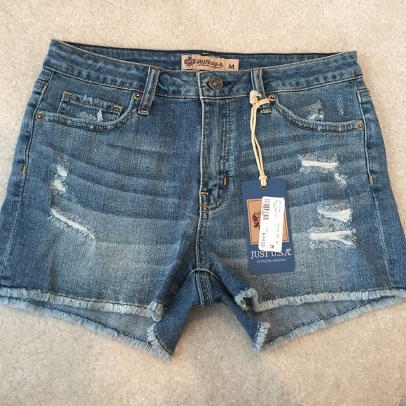Just U.S.A. Cutoff destructed denim shorts 💗Blue wash with rips. Soft denim. Size medium but equivalent to a 4/6 Just USA Shorts Jean Shorts