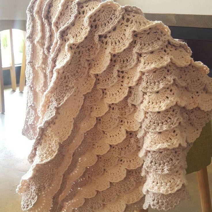 """좋아요 46개, 댓글 5개 - Instagram의 홀리가든 crochet/니팅바이앤(@anjs2004_)님: """"완성^^* #뜨개 #start #뜨개블랭킷  #손뜨개 #뜨개질 #크로쉐 #니팅  #베이비블랭킷 #레이스뜨기 #레이스 #crocheting #crochetblanket #örgü…"""""""