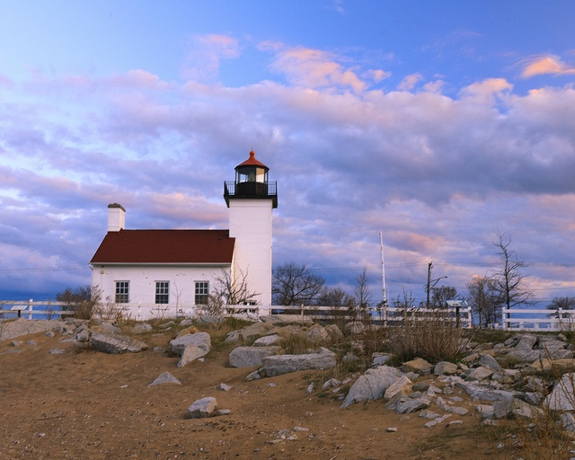 Built In 1867 On The Ss Of Lake Michigan Sand Point Lighthouse Was Service From 1868