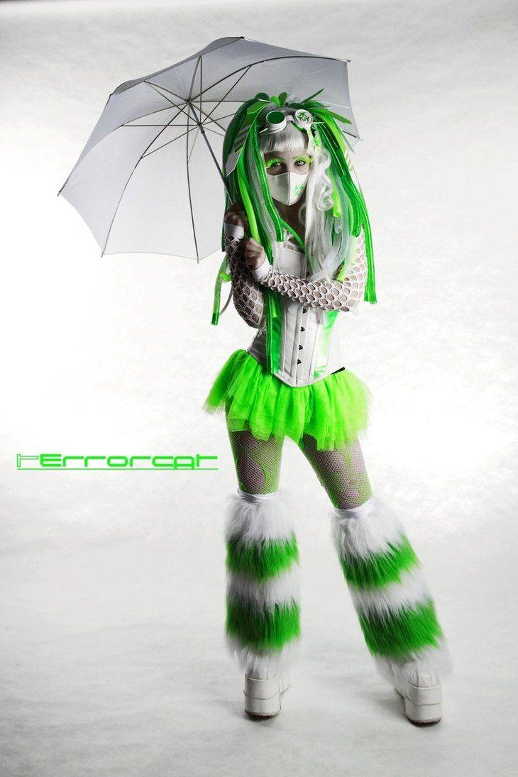Sexy Girls - Cute raver girl, rockin' the acid green.  #jamielovesulots