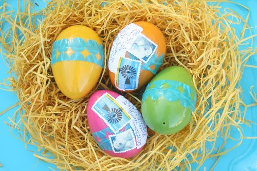 Mail Easter Eggs - would be fun to send to our faraway cousins!Decor Easter Eggs, Decorating Easter Eggs, Diy Mail, Crafts Ideas, Eggs Filling, Easter Crafts, Craftssurprisesparti Ideas, Easter Gift Diy, Eggs Decor