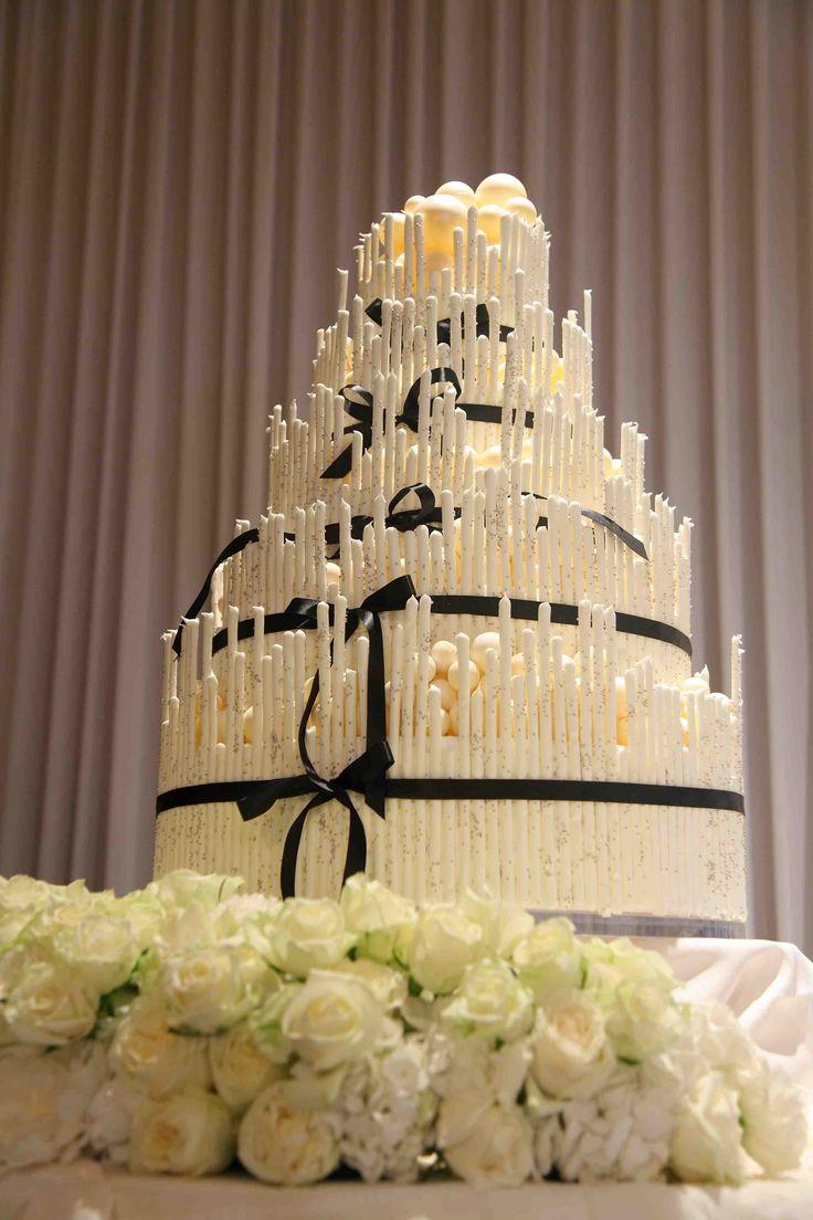 wedding Item cake#WEDDING #TRUNK #OneHeart #Cake#modern