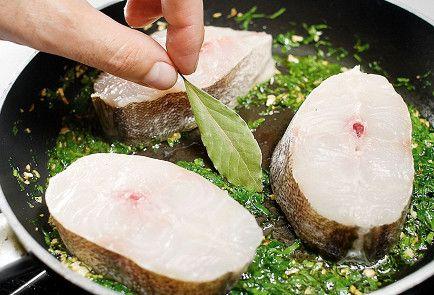 Хек в зеленом чесночном соусе пошаговый рецепт с видео и фото – испанская кухня, низкокалорийная еда: основные блюда