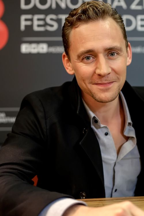 Tom Hiddleston at The 63 San Sebastian International Film Festival. Full size: http://ww2.sinaimg.cn/large/6e14d388gw1exi2eo0h1bj20xc1e0npd.jpg Source: Torrilla, Weibo