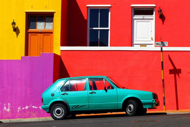 CAPE TOWN, SOUTH AFRICA - 09FEB02 - Colorfully painted homes liven up the neighborhood Bo-Kaap, also known as the Malay Quarter, a suburb north of the city, where a large number of Muslims live. Home Forum. DIGITAL PHOTO: Melanie Stetson Freeman / The Christian Science Monitor.: Digital Photo