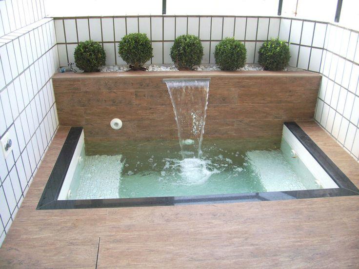 1000 ideas about banheiras de hidromassagem no quintal no for Jacuzzi exterior pequeno
