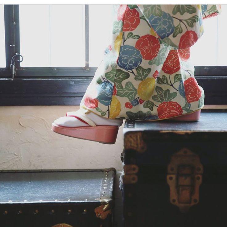 いいね!59件、コメント1件 ― ANTIQUEKIMONO梅鉢さん(@kimono_umebachi)のInstagramアカウント: 「・ ismで753撮影をお考えの皆様へ😊🎶 ・ 梅鉢コラボのismオリジナル着物✨ 写真のかわいさも大事だけど、やっぱり気になるお子さんの衣裳・・・!…」