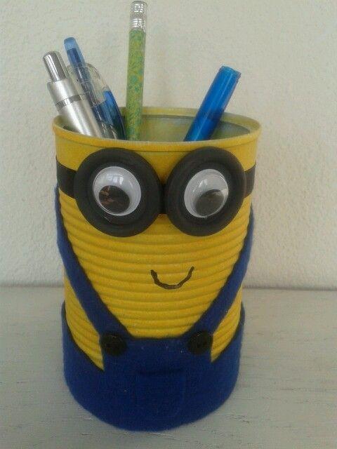 Diy Minion pennenbakje. Leuk cadeau of leuk om te maken op school. Recycled can  minion gift.