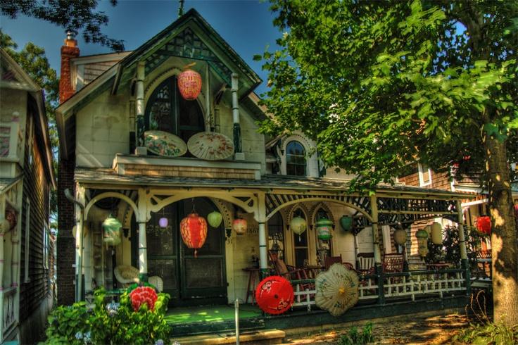 Gingerbread house marthas vineyard homes here on earth for Gingerbread houses martha s vineyard