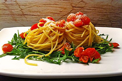 Pasta aglio olio mit Rucola und Tomaten, ein sehr schönes Rezept aus der Kategorie Gemüse. Bewertungen: 93. Durchschnitt: Ø 4,4.