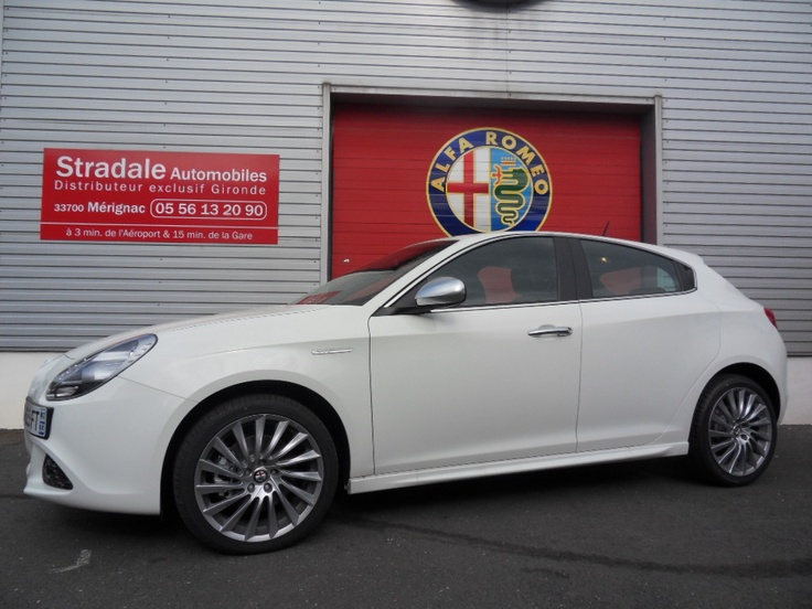Achetez cette ALFA ROMEO Giulietta 2.0 JTD 170 TCT DISTINCTIVE BLANC GHIACCIO neuve en vente à Merignac à 26 500 € - Super PROMO du concessionnaire auto Stradale Automobiles